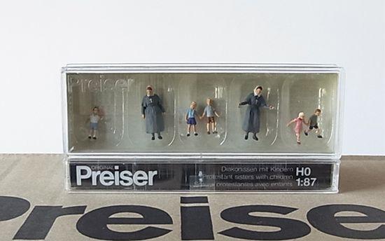 Preiser 10533 Protestant Sisters With Children HO Model Figure MODELS11 INC